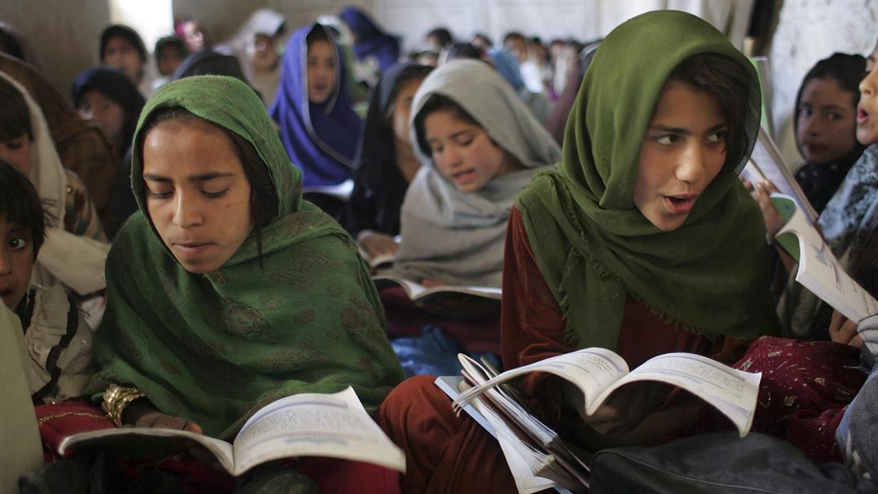 Афганцы отдают детей замуж, чтобы достать денег на жизнь