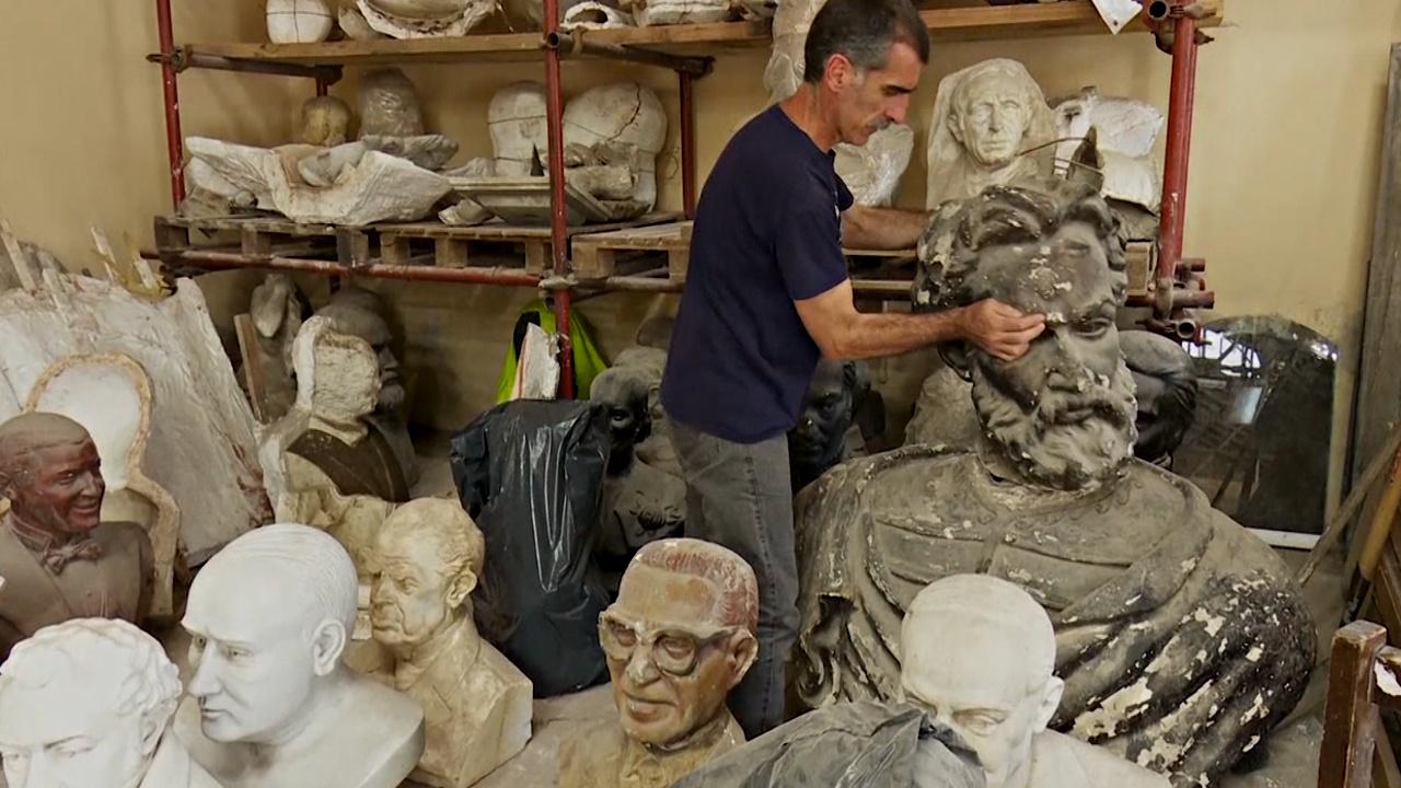 Реставраторы Буэнос-Айреса «лечат» статуи после рук вандалов