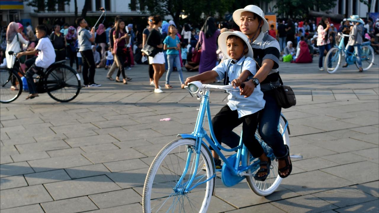 Столица Индонезии готовится к засилью велосипедов напрокат