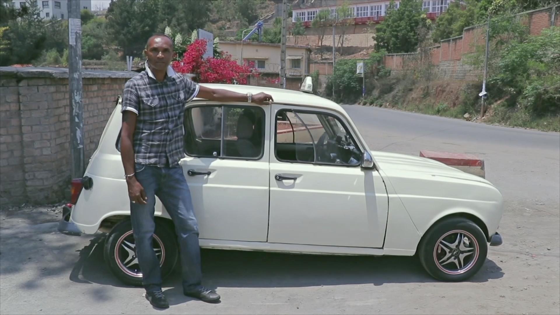 Молодые водители на Мадагаскаре выбирают старенькие Renault 4L