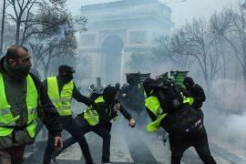 «Жёлтые жилеты» устроили погром в Париже, более 400 человек задержаны