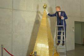 В Мюнхене поставили ель из золотых монет стоимостью 2,3 млн евро