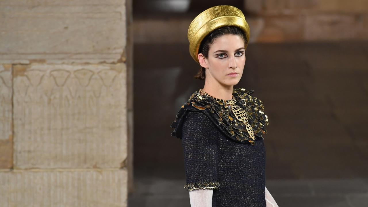 На показе Chanel в Нью-Йорке на подиуме оживили Древний Египет
