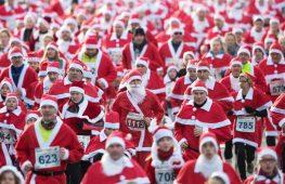 Тысячи Санта-Клаусов вышли на забег в Германии и Испании