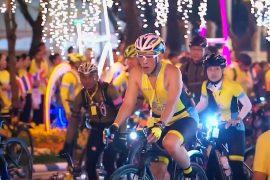 Король Таиланда возглавил массовый велопробег в Бангкоке