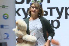 Как бабушки в пижамах прошлись по модному подиуму в Москве