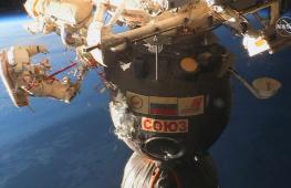 Кононенко и Прокопьев в открытом космосе обследовали отверстие в «Союзе»