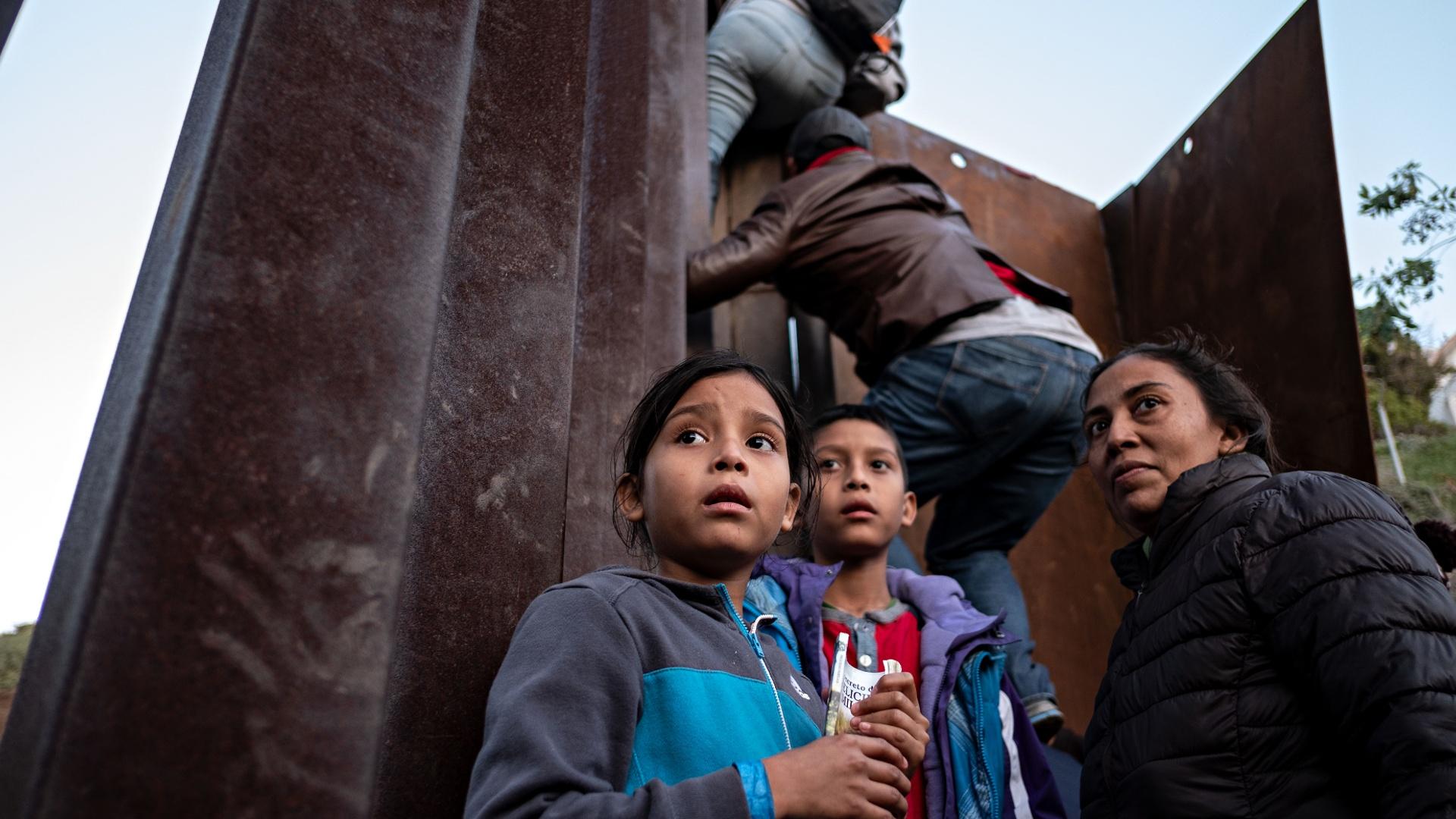 В США снова задержали мигрантов, которые проникли из Тихуаны