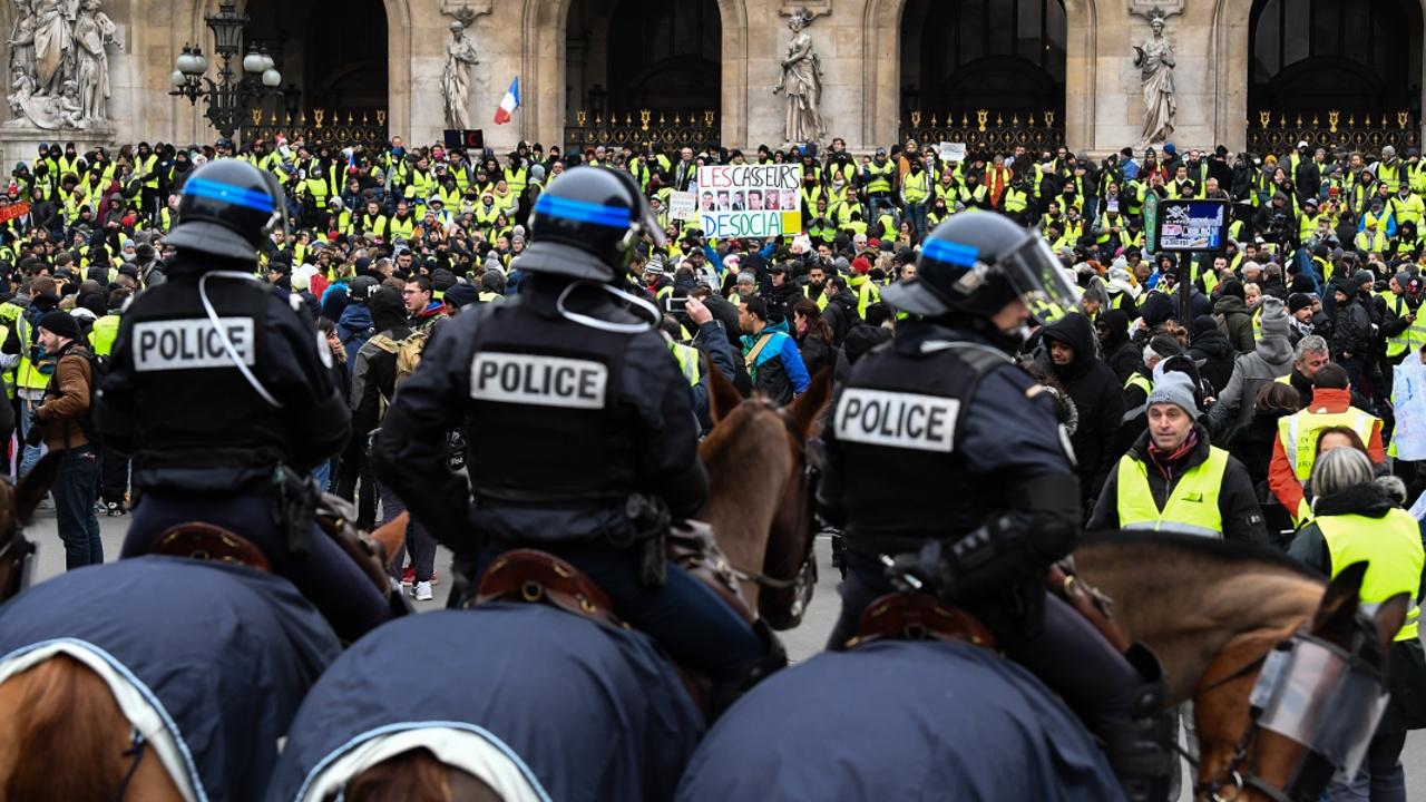 «Жёлтые жилеты» продолжили протесты, несмотря на уступки властей