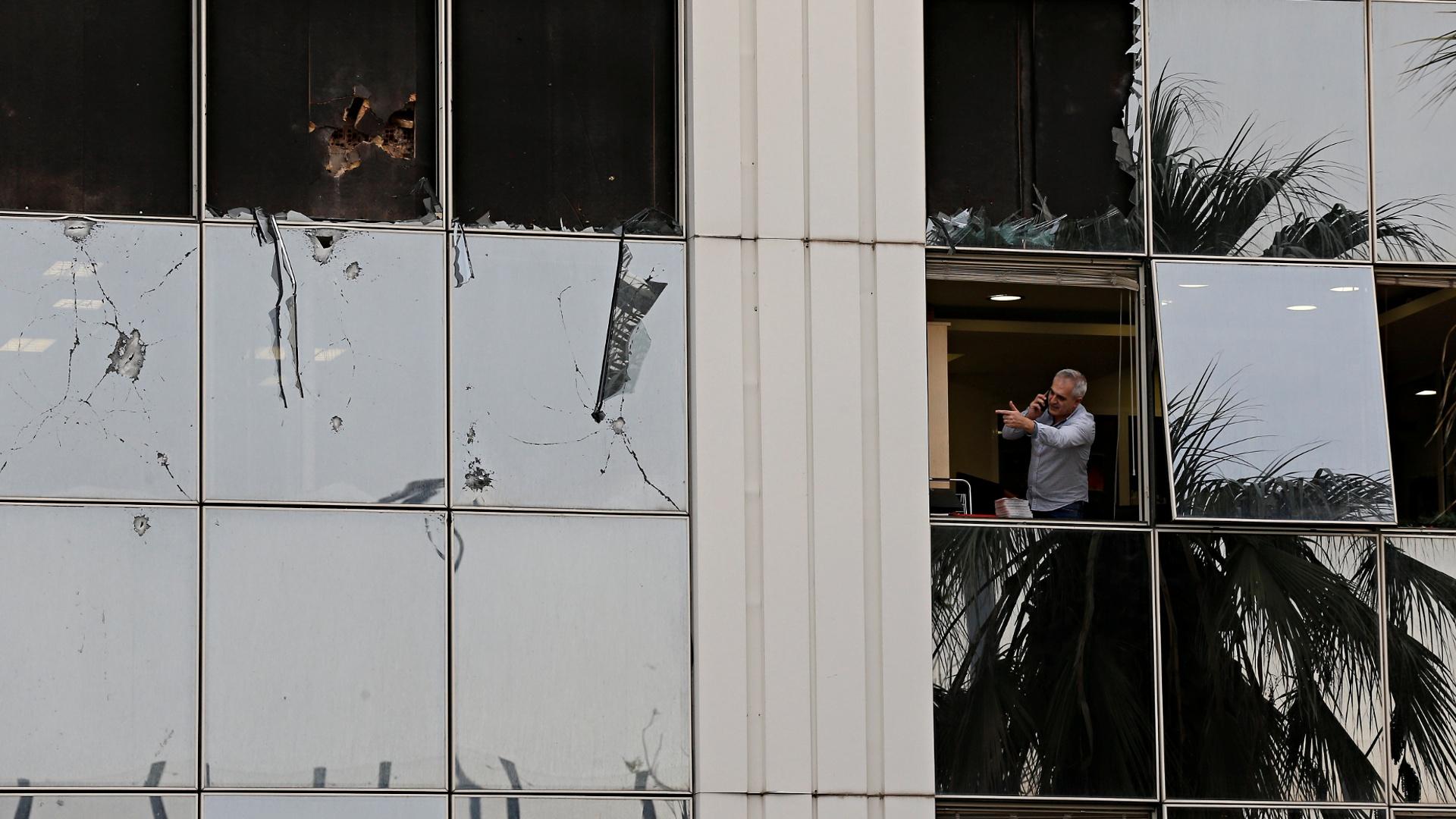 Взрыв у здания телеканала в Афинах назвали «атакой на демократию»