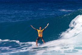 Кто стал победителем международного состязания сёрферов на Гавайях