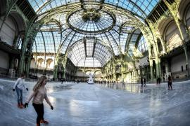 В Большом дворце Парижа открыли огромный каток