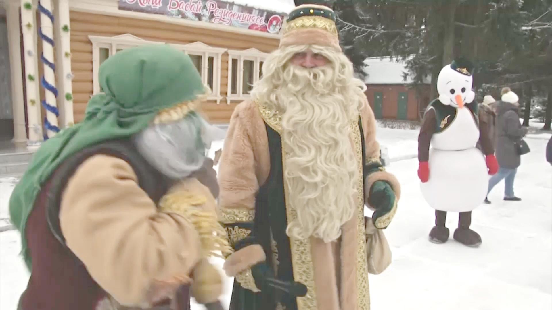 Татарский дед Мороз встречает гостей в лесу