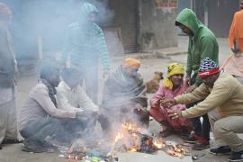 В Дели сильно похолодало, для бездомных организовали ночлежки