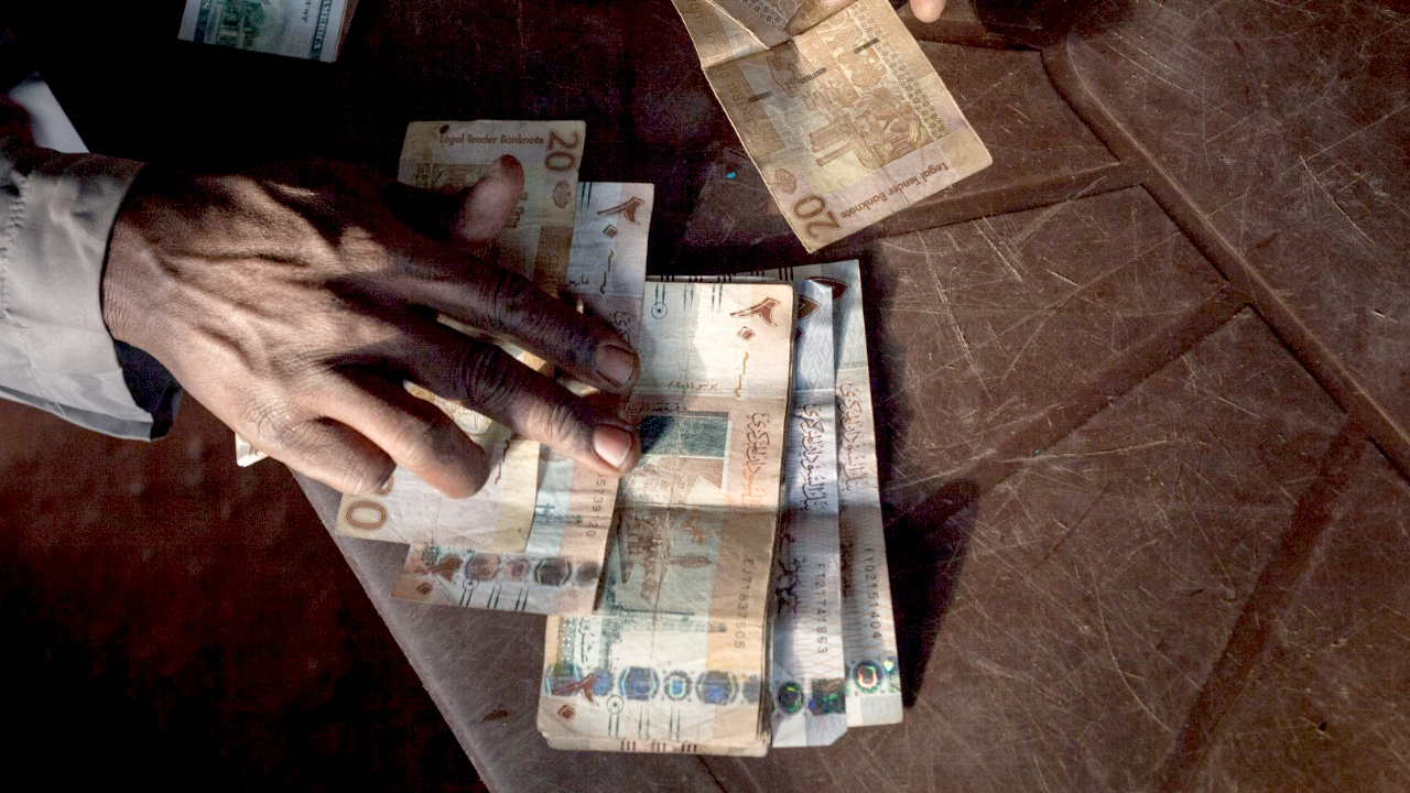 Суданцы еле сводят концы с концами на фоне дефицита твёрдой валюты