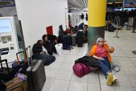 Нашествие дронов: аэропорт в Лондоне закрыли, тысячи пассажиров не улетели