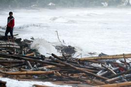 Жертв цунами в Индонезии уже более 280
