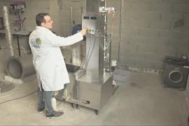 Француз изобрёл аппарат, перерабатывающий пластик в бензин и дизель