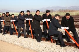 Северная и Южная Корея восстановят железнодорожное и автомобильное сообщение