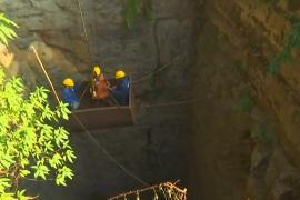 В Индии 15 шахтёров почти 3 недели находятся в затопленной шахте