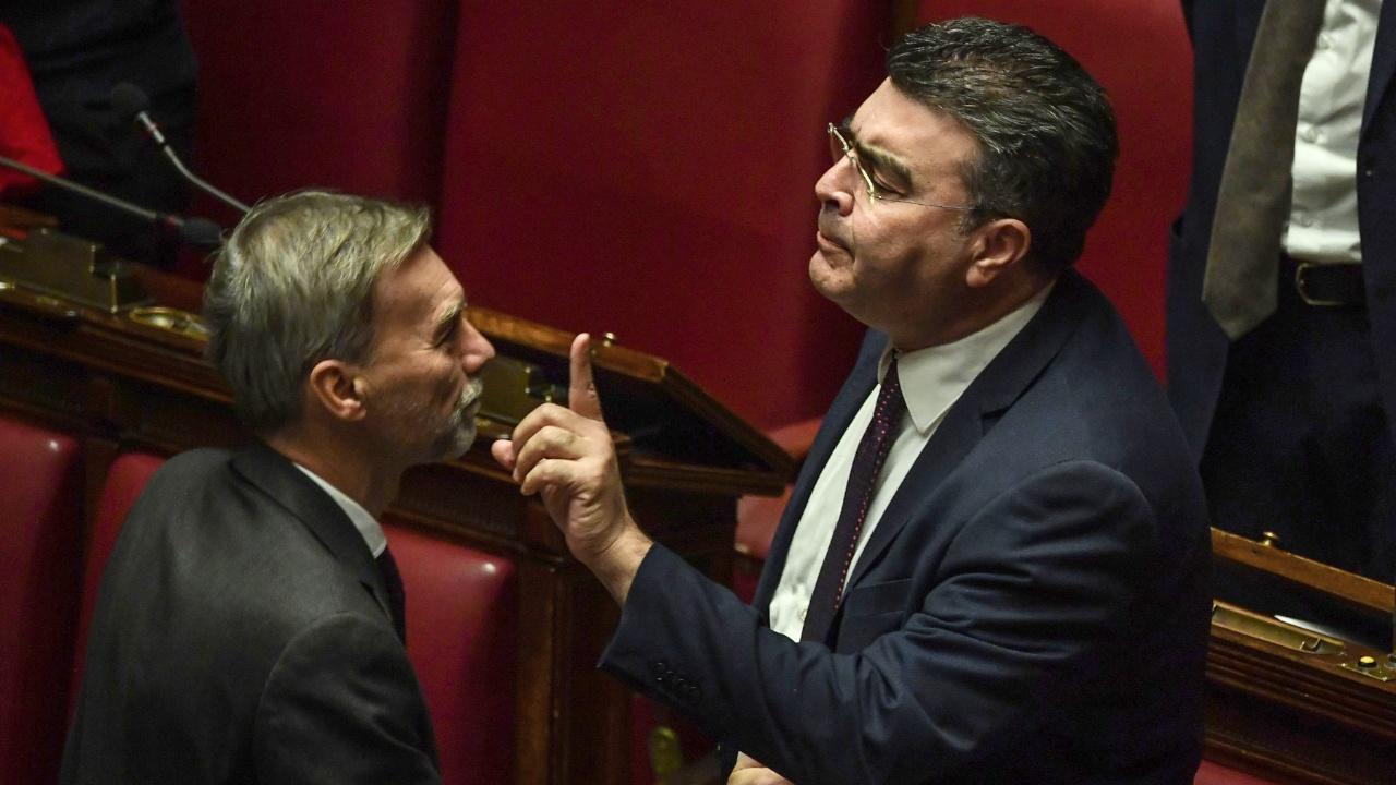 Итальянский парламент утвердил бюджет, но итальянцы обеспокоены