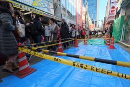 В Токио после полуночи в толпу пешеходов въехал автомобиль