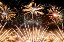 От Парижа до Дубая: как отметили Новый год в разных странах