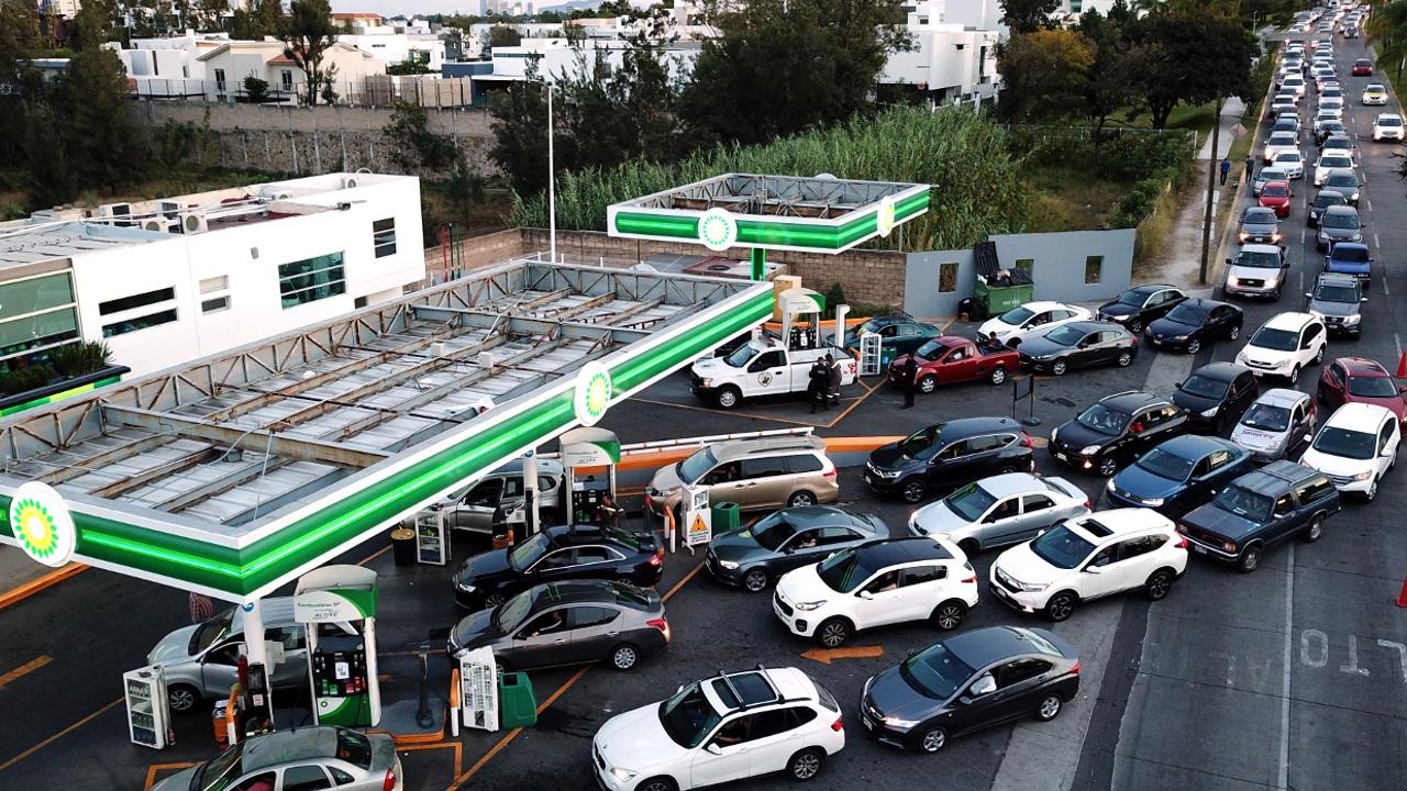 Водители в Мексике страдают от дефицита бензина