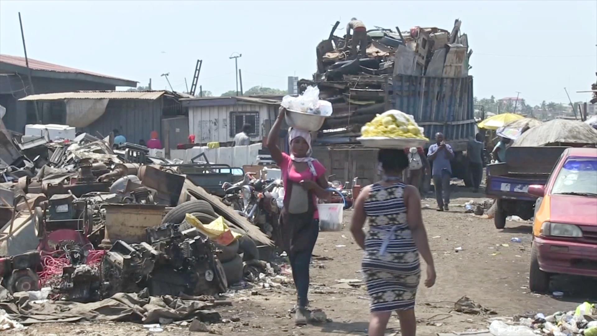 На свалке электротоваров Ганы отходы начинают утилизировать безопасно