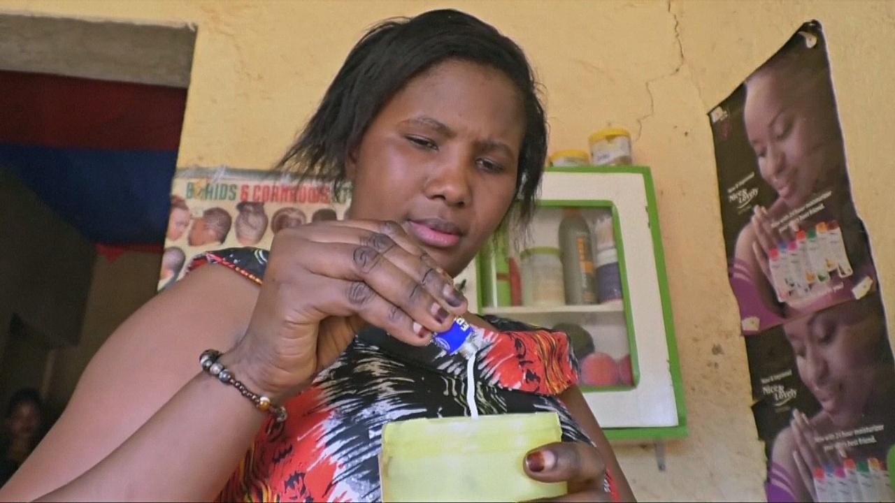 В Руанде запретили косметику для отбеливания кожи