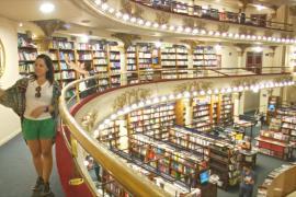 В Буэнос-Айресе огромный книжный магазин расположился в старинном театре