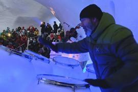 Ледяной музыкой в снежном иглу удивляют туристов в Италии