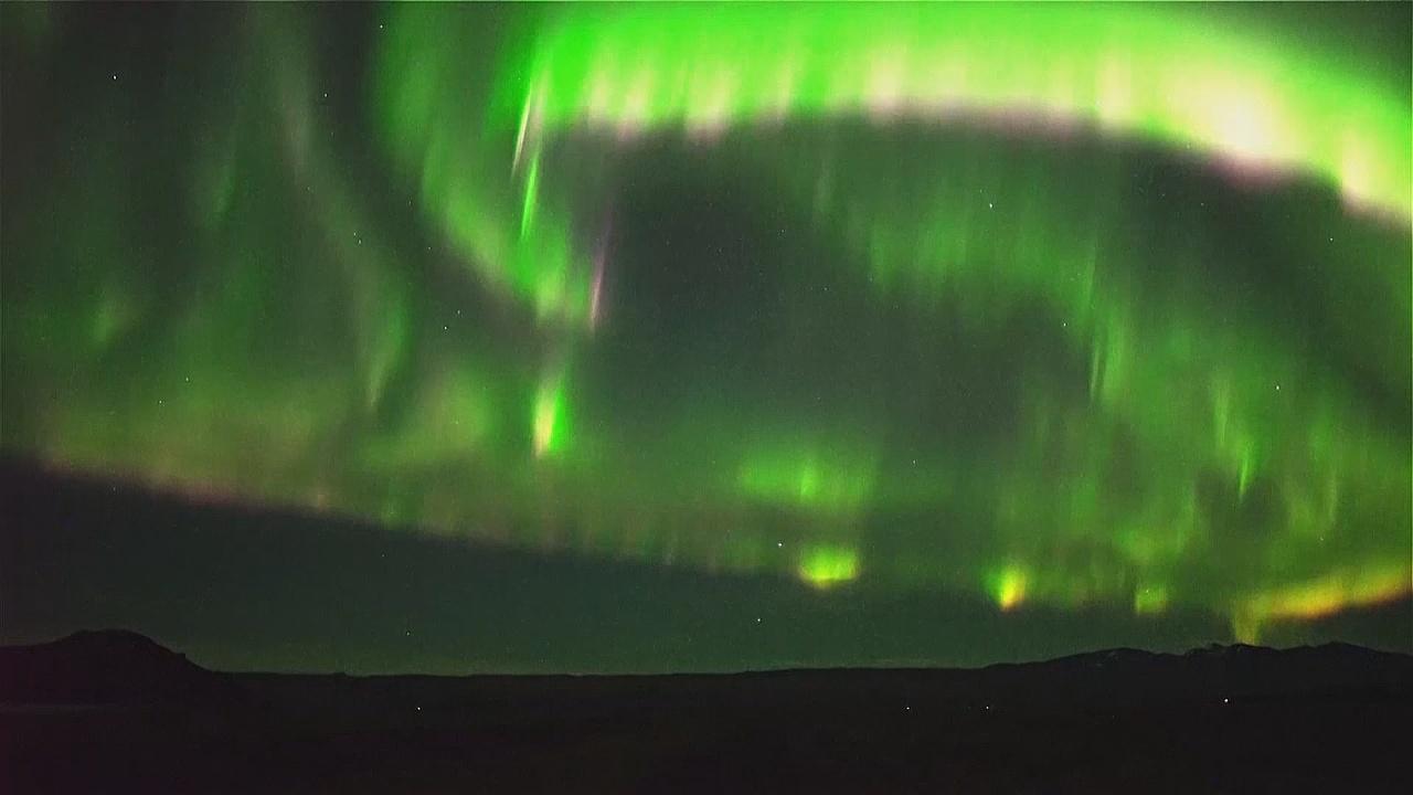 Туристы рискуют жизнью, чтобы увидеть северное сияние