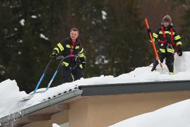 В Австрии и Германии продолжают разгребать сугробы