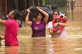 Прорыв канализации в Лиме: людей эвакуируют