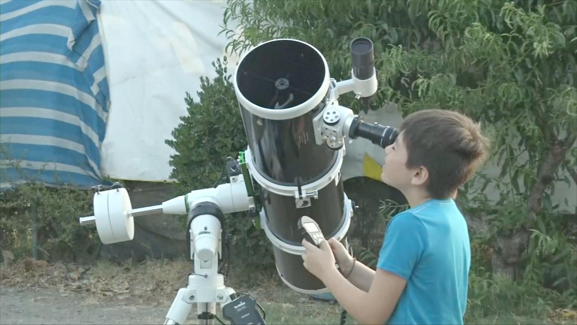 10-летний чилиец даёт уроки астрономии школьникам