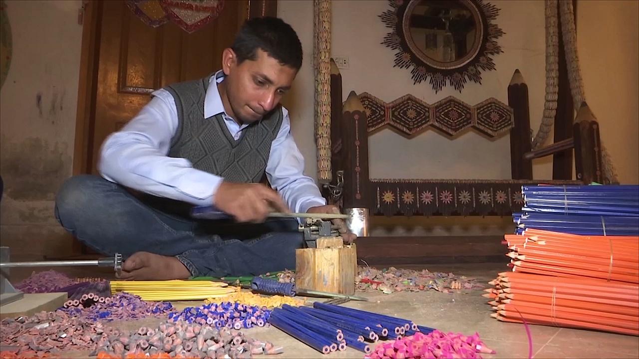 Пакистанец делает качели из 200 000 карандашей ради рекорда Гиннесса