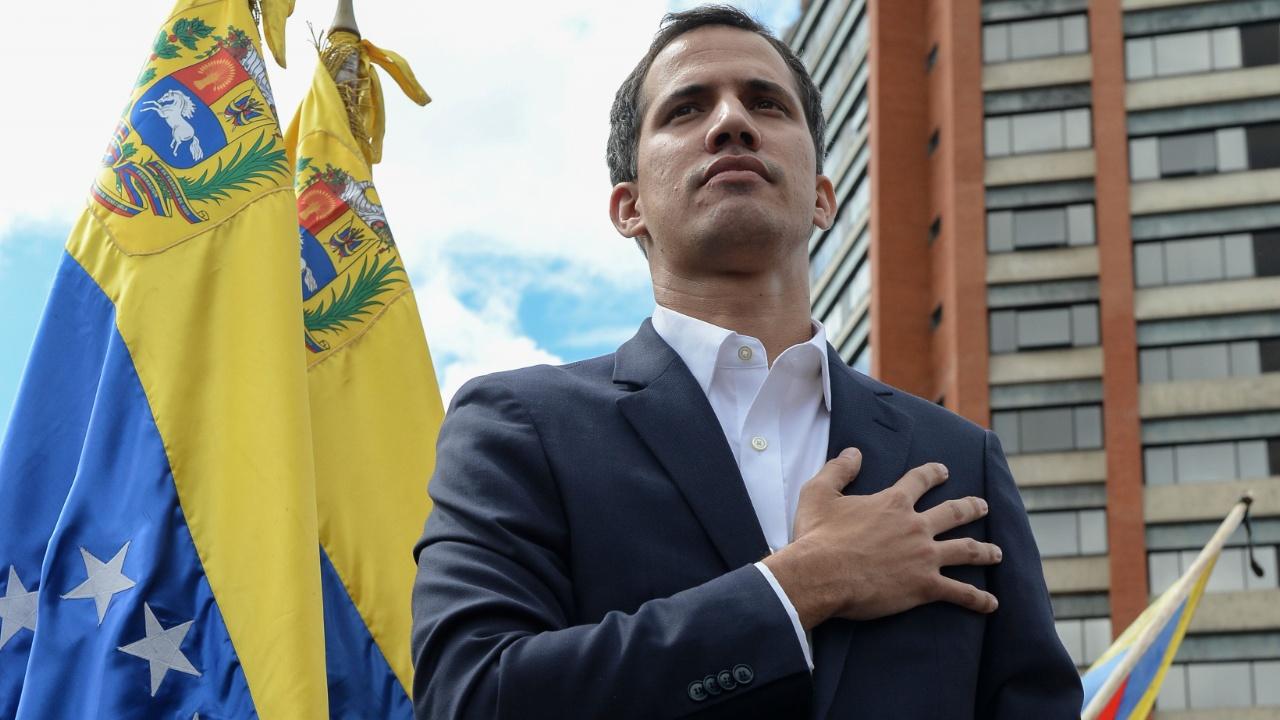 Лидер оппозиции Венесуэлы объявил себя и.о. президента