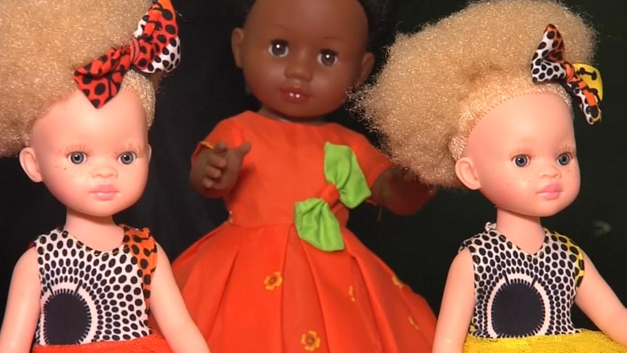 В ЮАР делают кукол, которые помогают африканским детям почувствовать себя красивыми