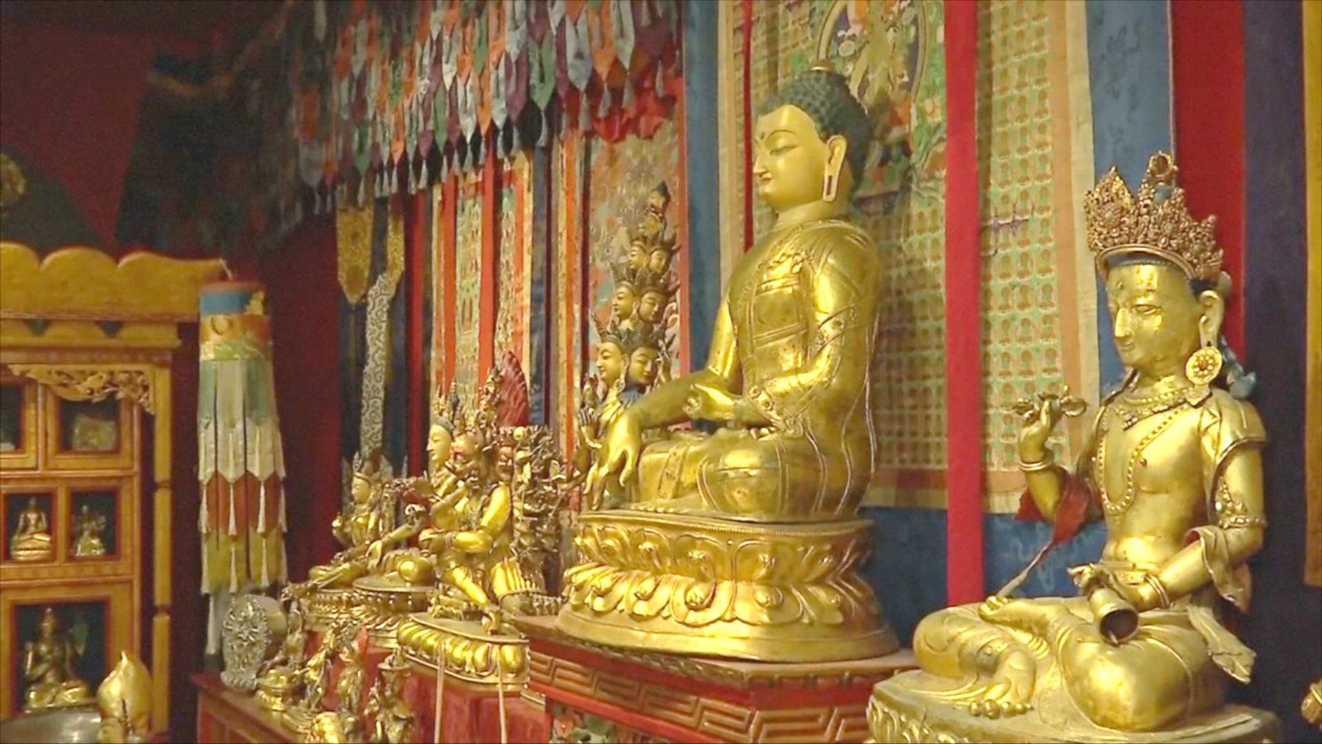 Коллекционер хочет пожертвовать музею 250 тибетских статуй и гобеленов