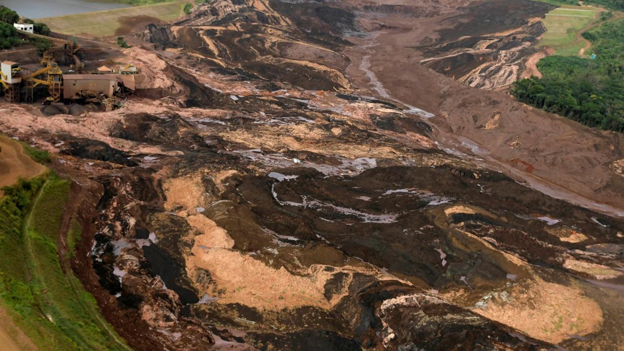 В Бразилии продолжает расти число жертв ЧП на руднике