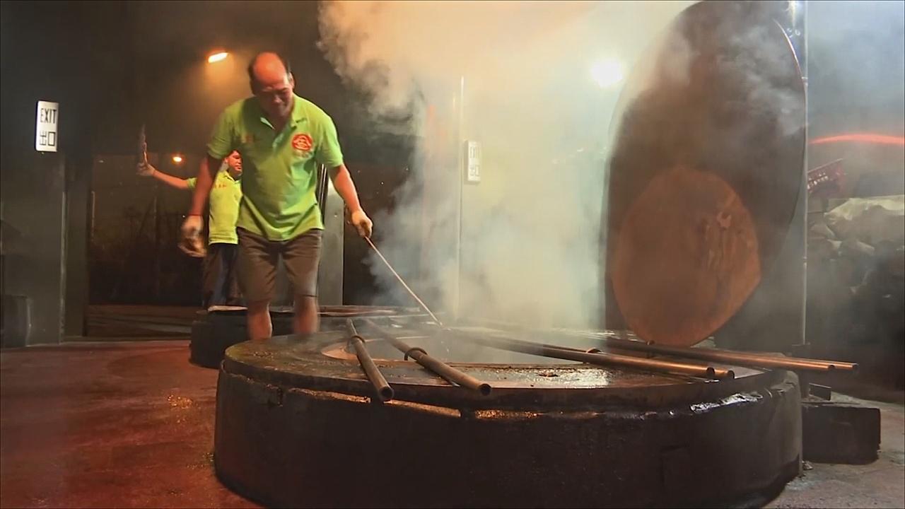 В Гонконге остался последний ресторан, где свинину жарят традиционным методом