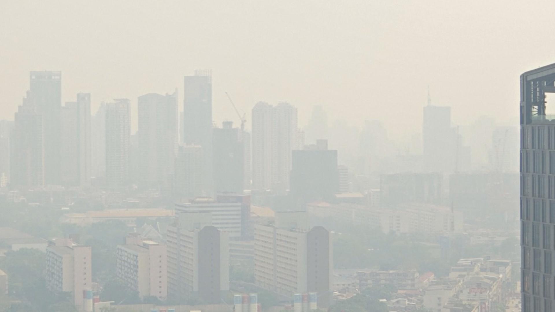 Удушающий смог в Бангкоке: власти закрыли более 400 школ