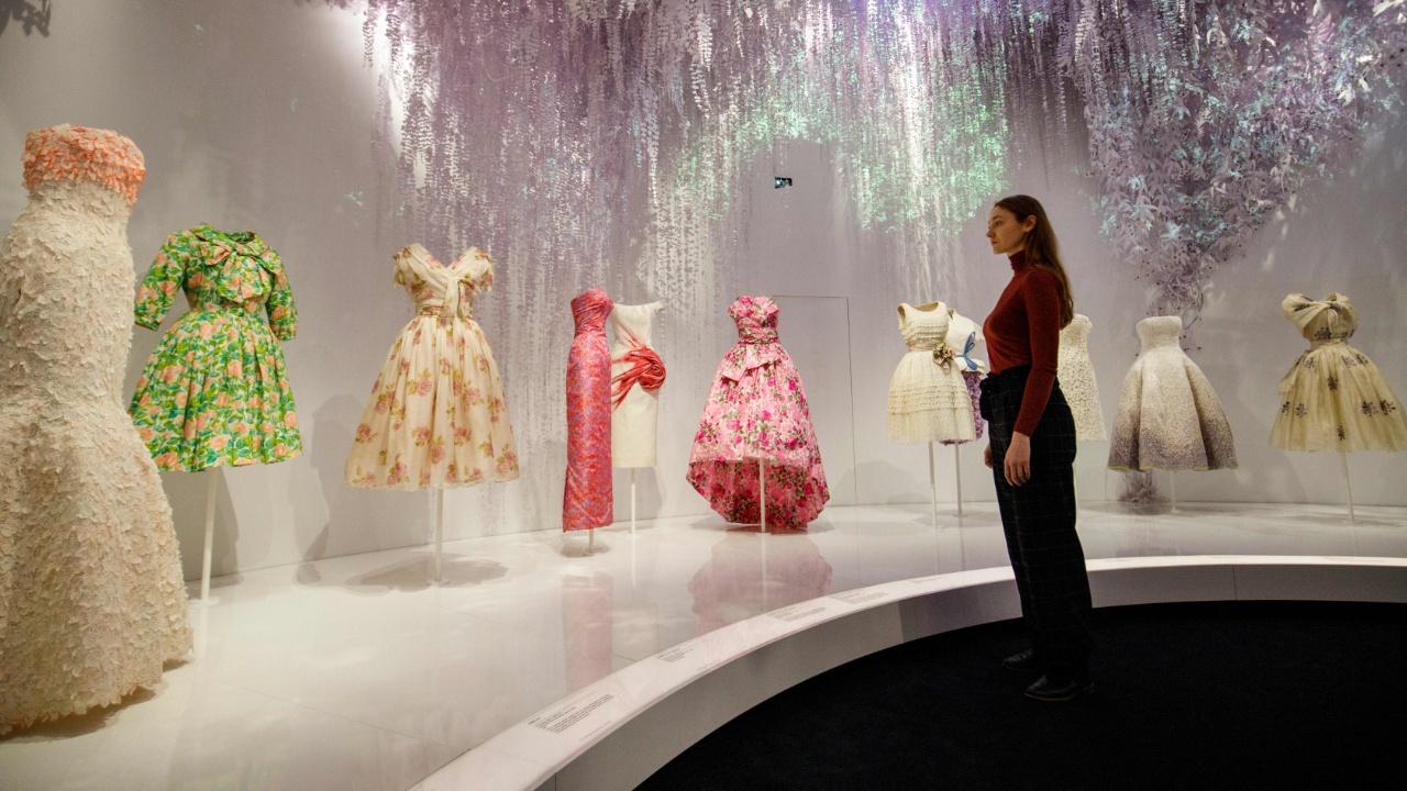 Выставка Dior рассказывает об истории модного дома