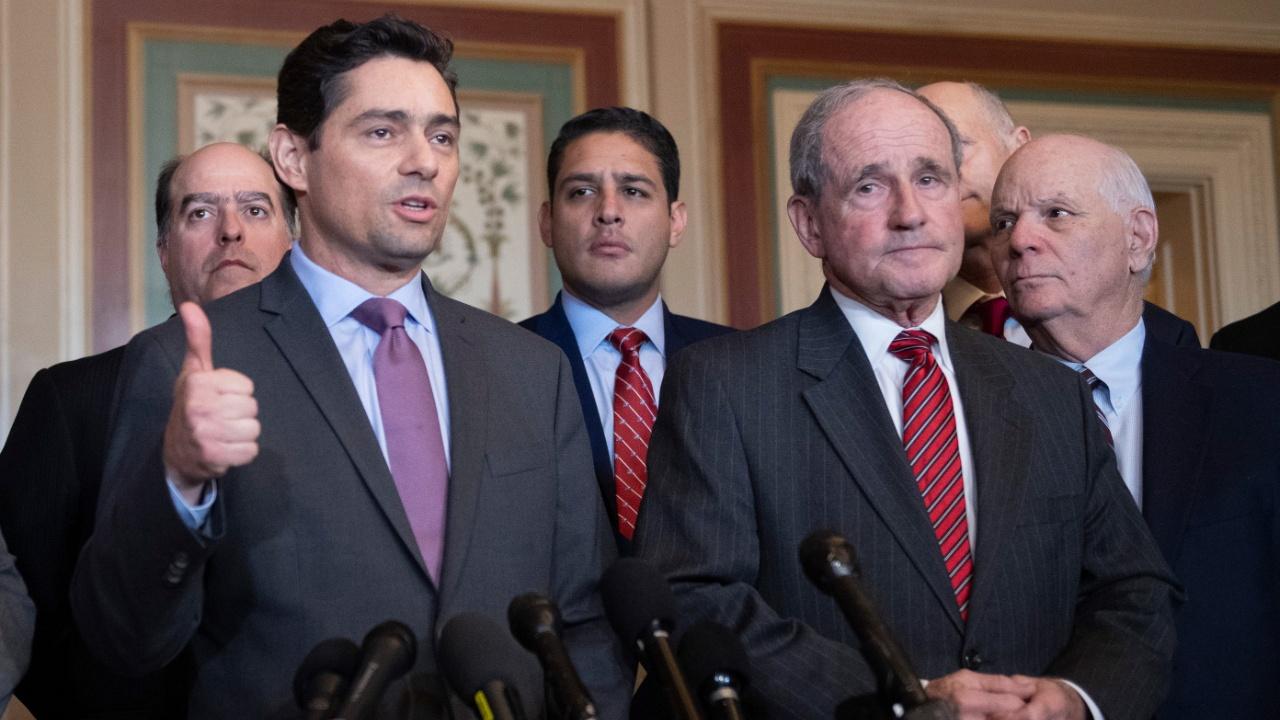 Оппозиция Венесуэлы создаёт международную коалицию, Мадуро готов к переговорам