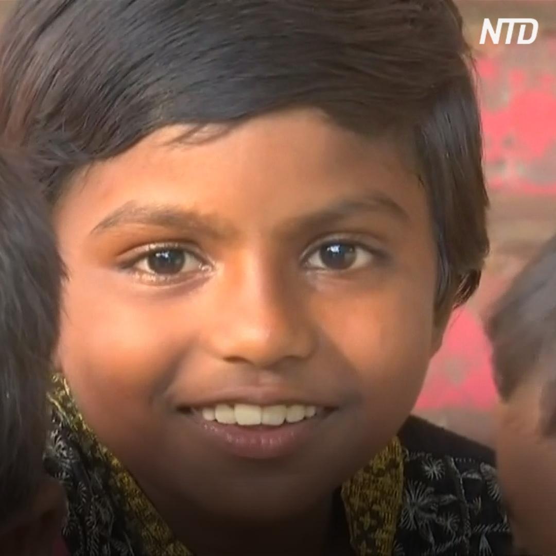Индийские супруги содержат более 100 приёмных детей