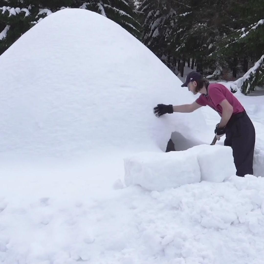 Польский плотник осуществил мечту и построил иглу