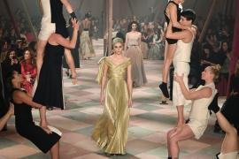 Моду в цирке показал дом Dior