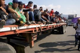 Караван мигрантов двинулся из Мехико в направлении границы США