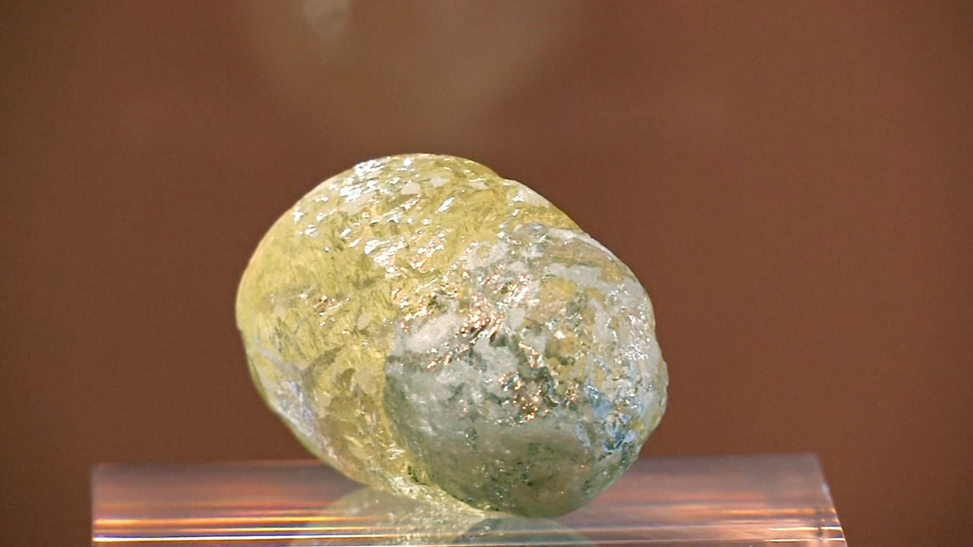 Гигантский жёлтый алмаз в 552 карата показали в Нью-Йорке